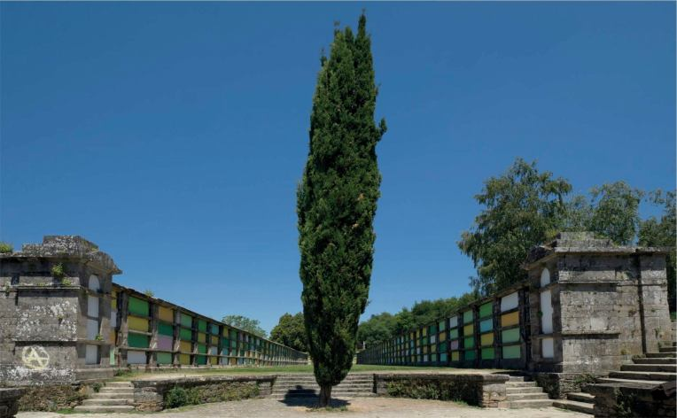 Jorge Barbi: «En el final del camino», Am Ende des Wegs. Installation auf dem Friedhof von Bonaval, Santiago de Compostela, 2014